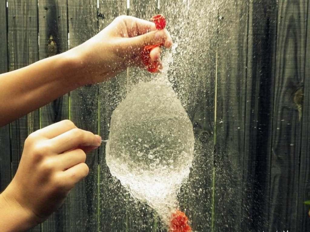 лопнули шарик с водой